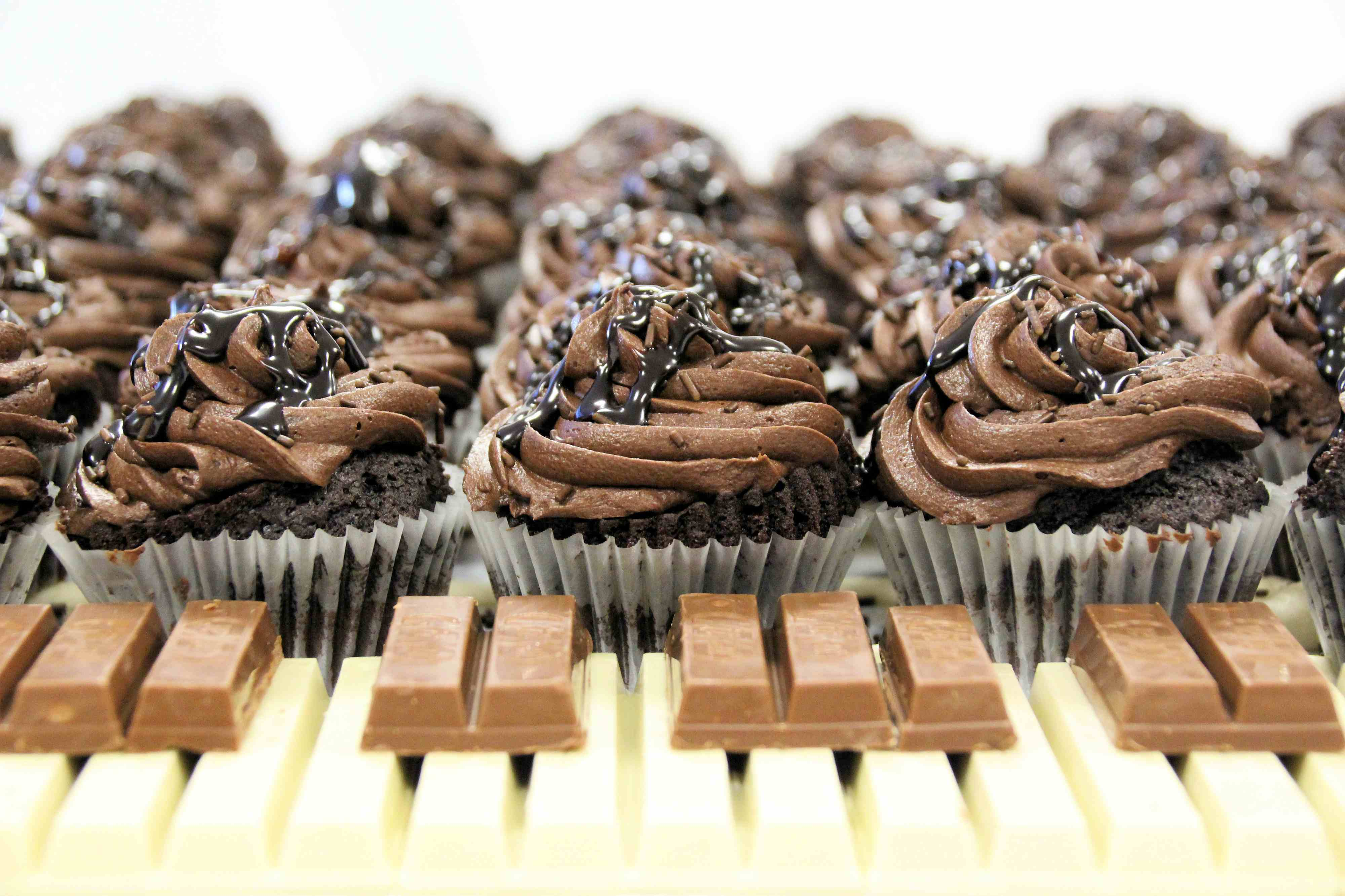 chocolate cubcakes with a kitkat keyboard