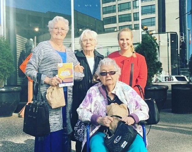 Dani with new friends Vivian Thomas, Barb Cook and Nina Robinson